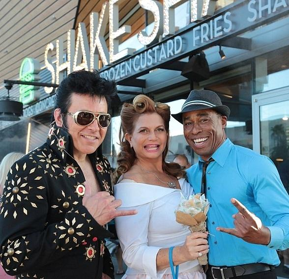 Stripside Weddings with Elvis at Shake Shack at New York-New York Hotel and Casino