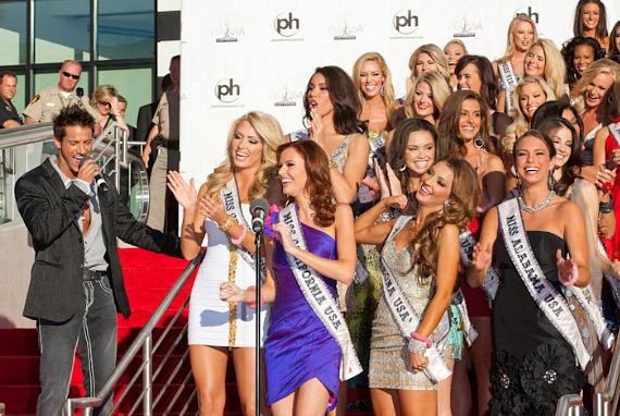 Chippendales headliner Jeff Timmons with Miss USA Contestants