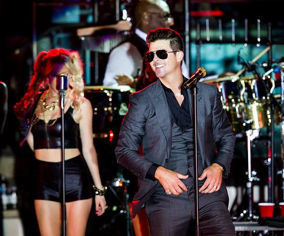 Robin Thicke performs at Boulevard Pool at The Cosmopolitan of Las Vegas
