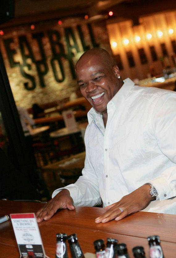 Frank Thomas laughing and conversing with fans at Meatball Spot