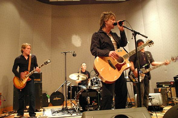 Mix 94.1 Contest Winners Get Private Goo Goo Dolls Concert at Studio at the Palms