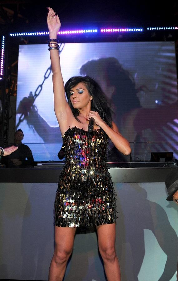 Nadia Ali dances with her backup dancers at Chateau Gardens