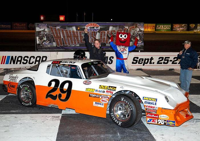 The Bullring at Las Vegas Motor Speedway Is Back in Action on Saturday Night With Eight Races