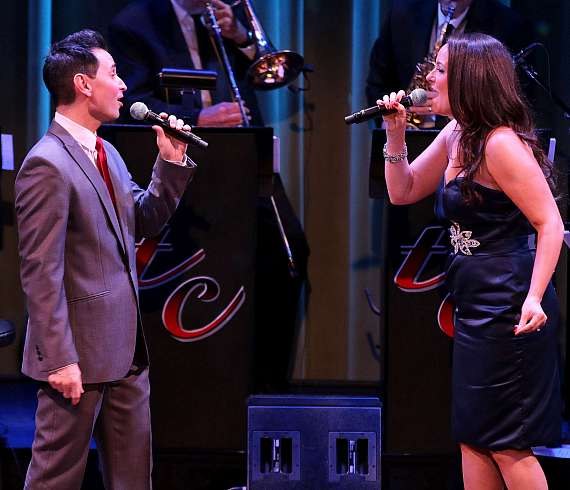"""Travis Cloer and Niki Scalera perform in """"Christmas at My Place"""" at The Smith Center in Las Vegas"""
