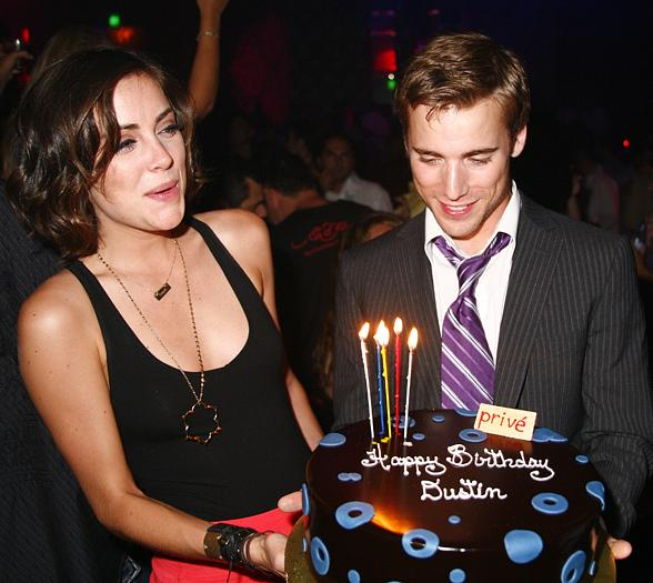 Jessica Stroup and Dustin Milligan