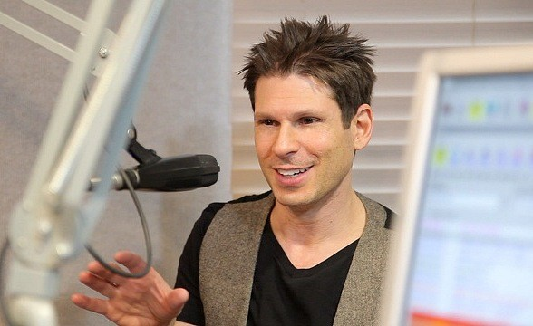 Comedy Magician Mike Hammer Interviewed on Sunny 106.5
