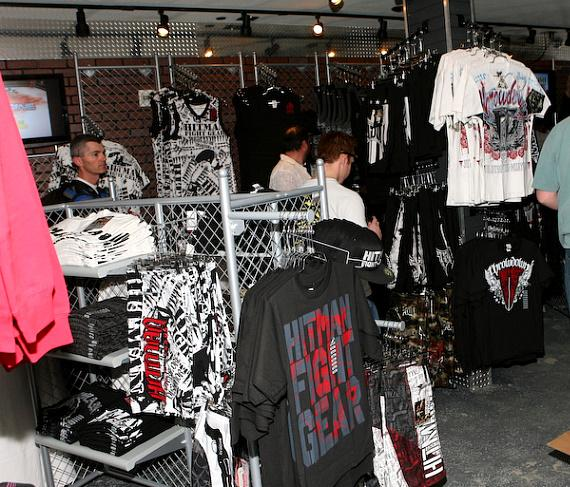 """Tito Ortiz's """"Punishment MMA Store"""" opens at Hooters"""
