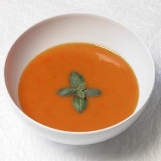 Tomatensuppe mit Basilikum à la Juão / Tomato soup with basil à la Juão