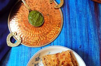 Onion Paratha recipe by www.vegetariantastebuds.com