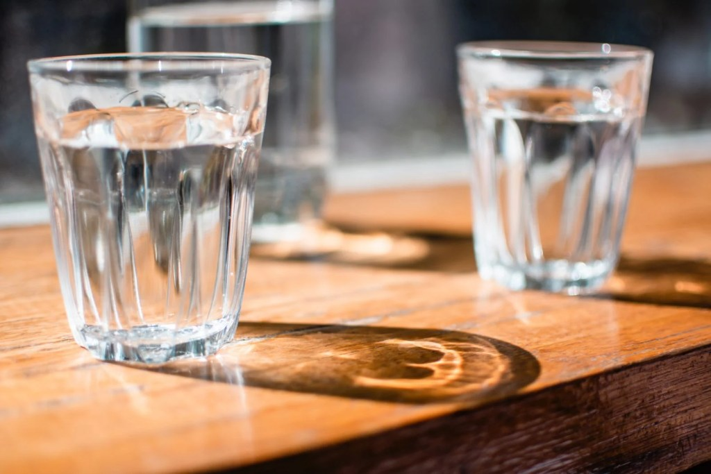 a glass of water can help fight seasonal allergies