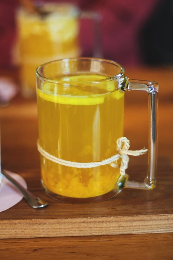 hot lemonade for a cold or cough