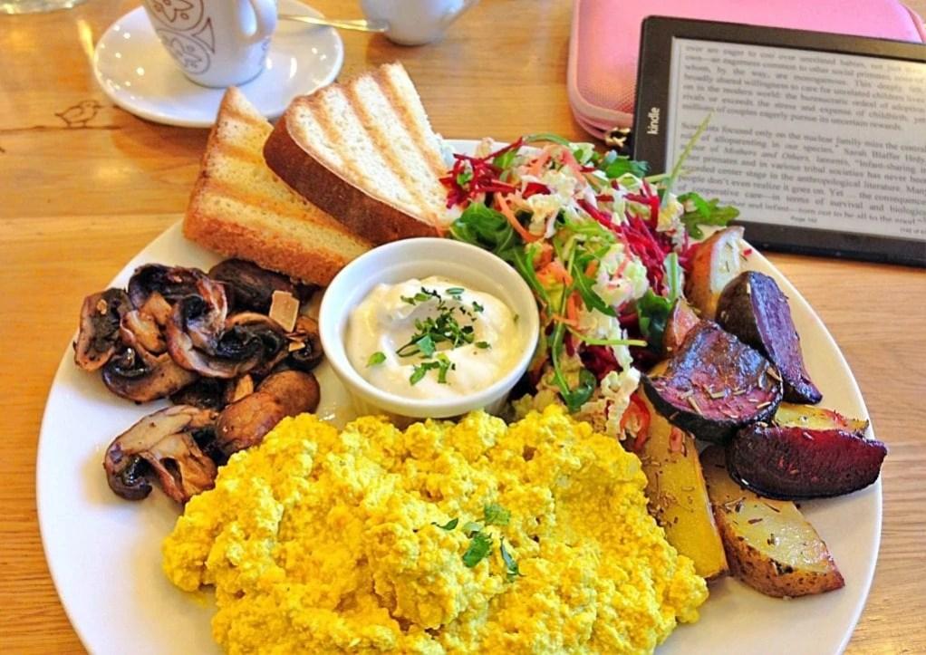 best vegan breakfast in prague