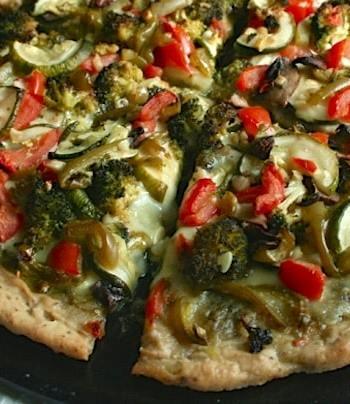 Vegan vegetable pesto pizza