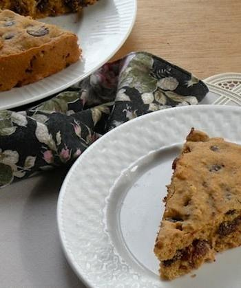 Chocolate chip and apricot blondies