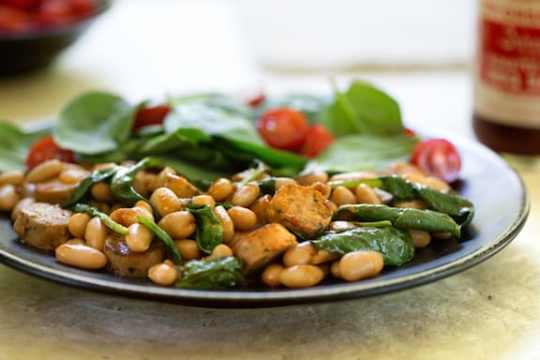 BBQ White Beans with vegan sausage and spinach1