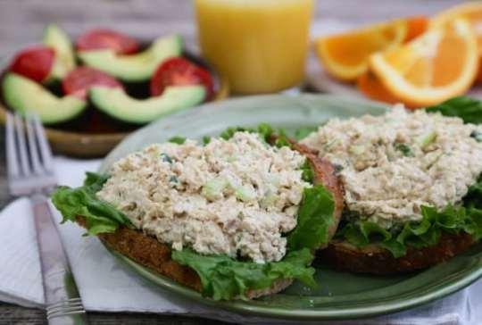 """Tofuna"" - tuna-style tofu sandwich spread"