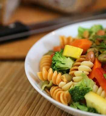 Tricolor pasta vegetable salad