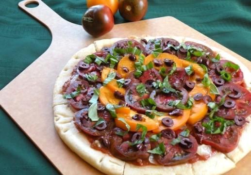 garlicky vegan margherita pizza recipe