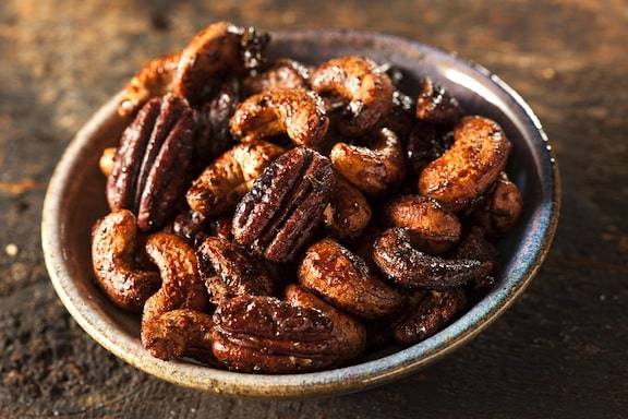 Glazed and spiced mixed nuts