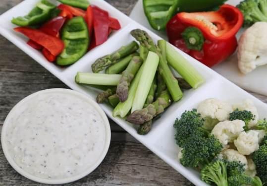 Vegan ranch dressing with raw veggies