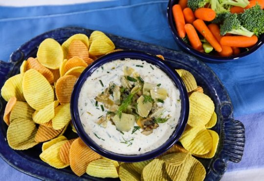 Vegan sour cream artichoke dip