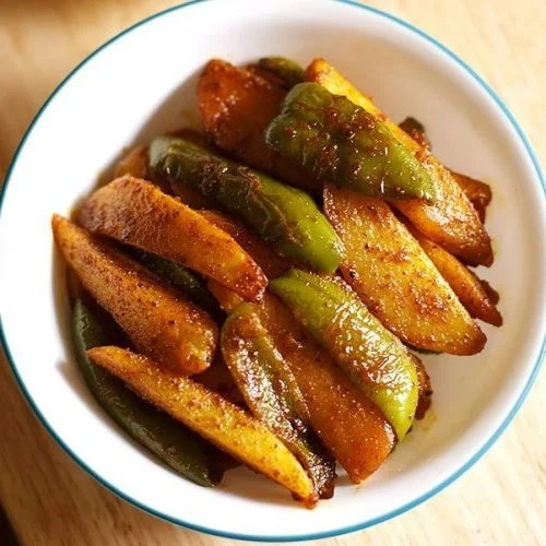 aloo capsicum recipe, aloo shimla mirch recipe, aloo capsicum fry recipe
