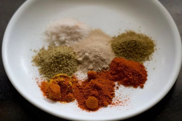 spices for bharwa baingan recipe