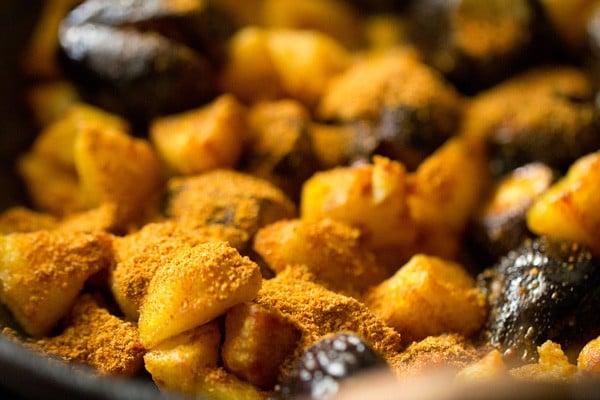 bharwan baingan recipe, bharwa baingan, bharwa baingan recipe