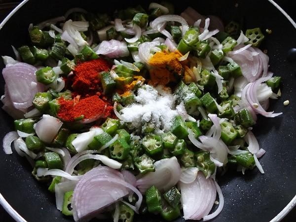 mix bhindi and pyaaz