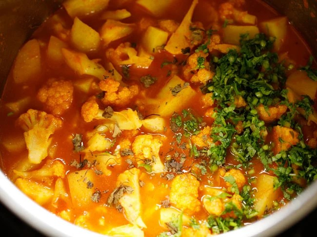 add kasuri methi to aloo gobi
