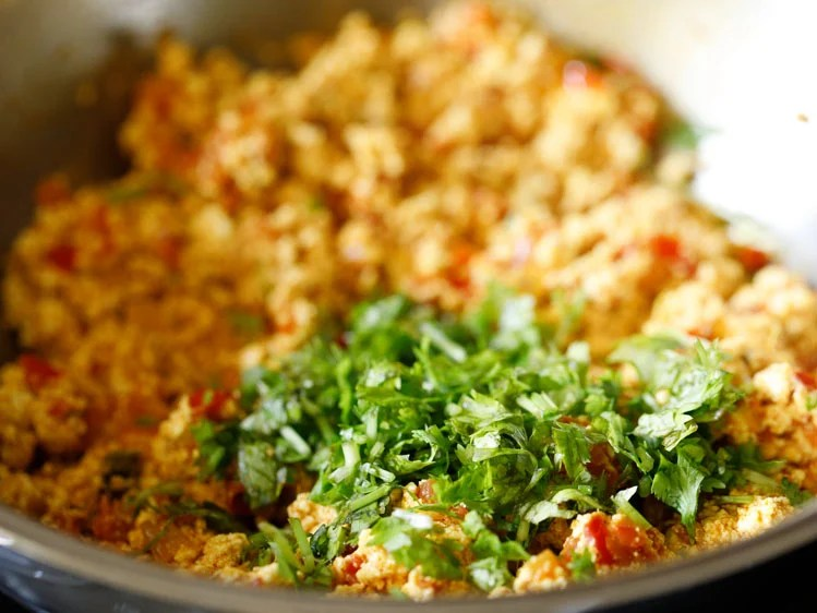 paneer bhurji garnished with coriander leaves