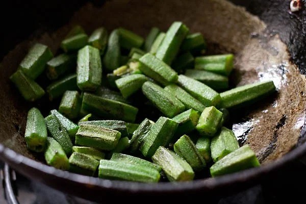 frying okra in a pan