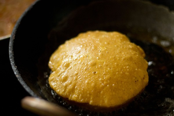 frying masala pooris