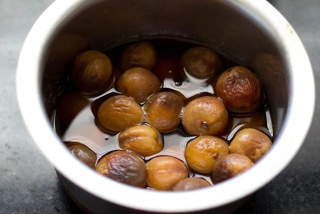 Soaked dried apricots in water