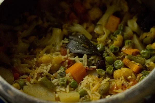 making spicy vegetable pulao recipe