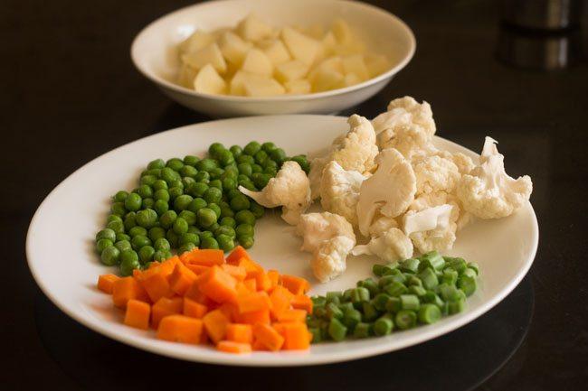 veggies to make kada pav bhaji recipe