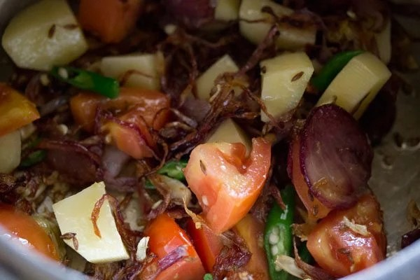 making mushroom pulao recipe