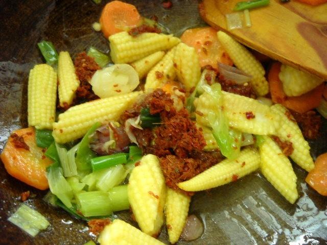 adding-thai-red-curry-paste