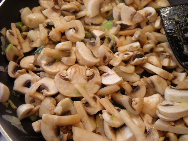 sauting mushrooms for for mushroom spinach recipe