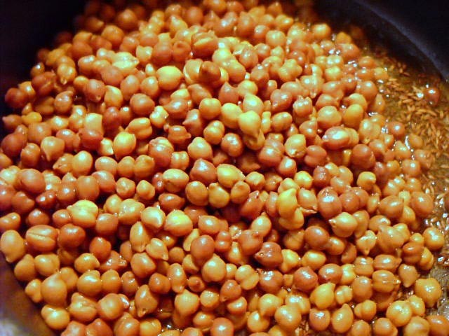 adding cooked kala chana