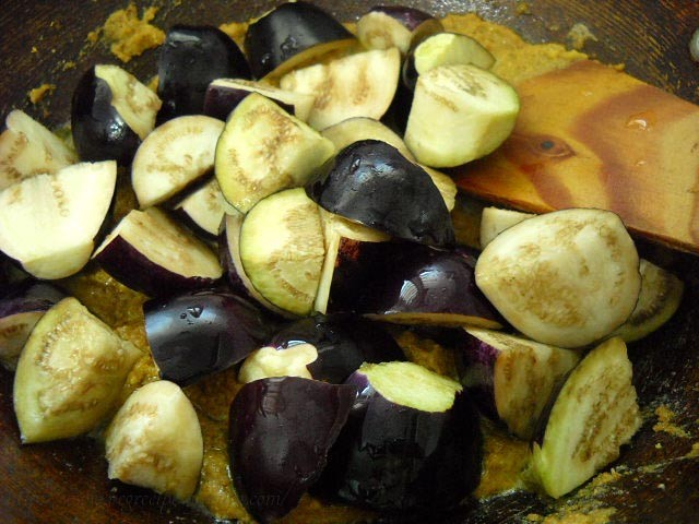 adding brinjals for bharli vangi