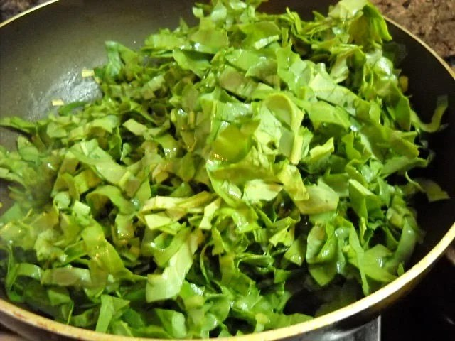 spinach leaves in the pan