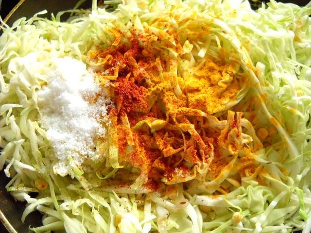 adding spice powders to cabbage upkari recipe