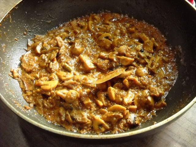 cooked mushroom gravy for mushroom biryani recipe