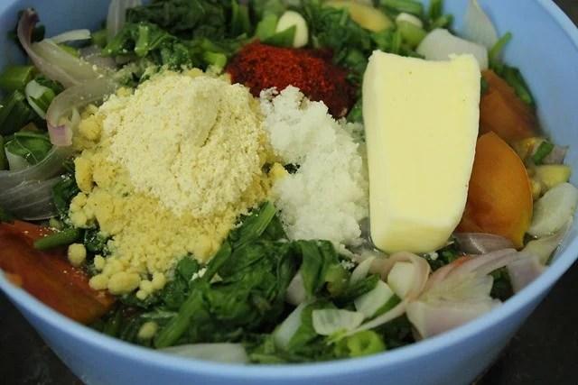 adding maize flour butter for palak saag