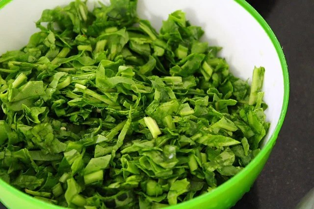 wash palak leaves for palak dal recipe