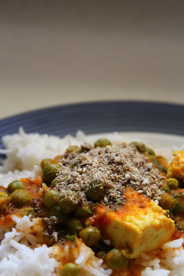 sesame-seed-blend-topped-on-rice-curry