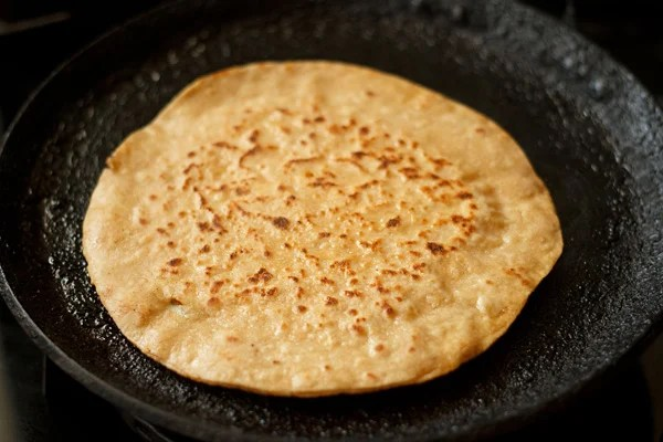 making paneer paratha recipe