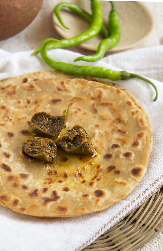 paneer paratha recipe with mango pickle, paneer paratha recipe