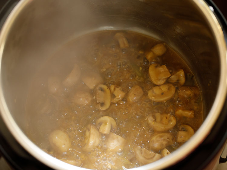 simmer chilli mushroom gravy
